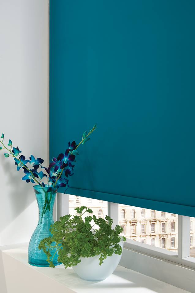 Turquoise roller blind